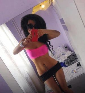 Fae from Ferndale, Washington is looking for adult webcam chat