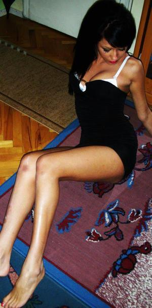 Arlena from Richmond, Virginia is interested in nsa sex with a nice, young man