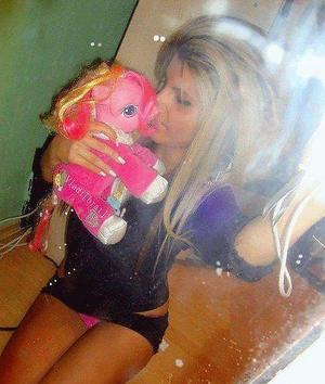 Pricilla from Milwaukee, Wisconsin is looking for adult webcam chat