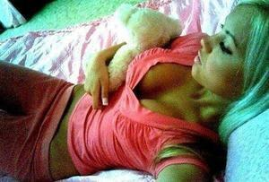 Shenna from Holualoa, Hawaii is looking for adult webcam chat